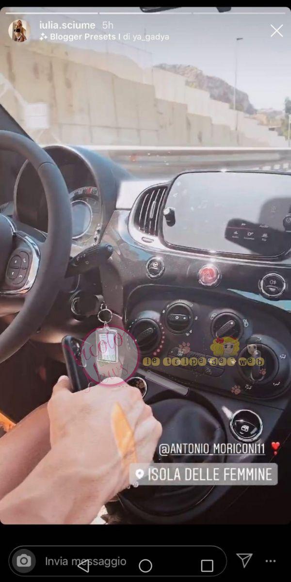 auto mano nella mano